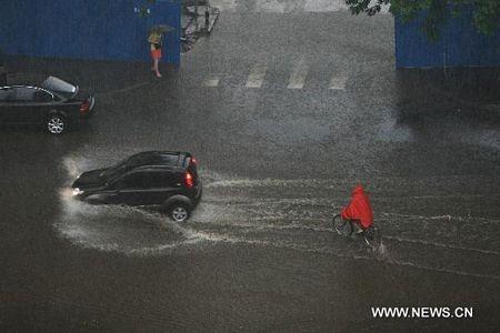 Mưa lớn gây ngập nặng tại Bắc Kinh, giao thông đình trệ - 13