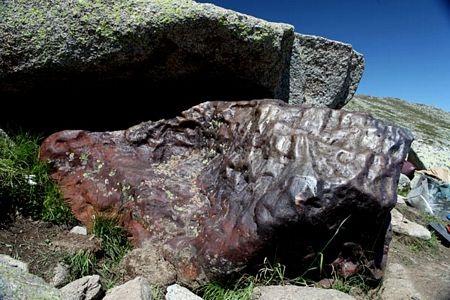 Phát hiện tảng thiên thạch khổng lồ nặng 25 tấn ở Trung Quốc - 2