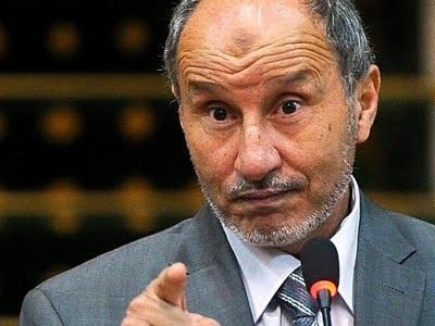 Phe nổi dậy kêu gọi tăng viện vũ khí chống Gadhafi - 1