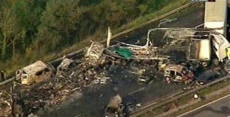 Cận cảnh tai nạn liên hoàn, 7 người chết, 51 người bị thương - 6
