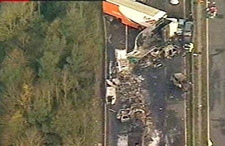 Cận cảnh tai nạn liên hoàn, 7 người chết, 51 người bị thương - 7