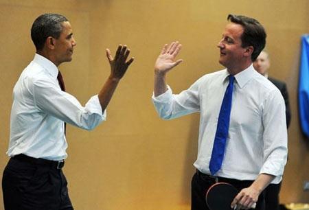 """Thủ tướng Anh tặng quà """"made in China"""" cho Tổng thống Mỹ"""