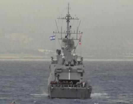 Tàu chiến Israel vượt kênh đào Suez