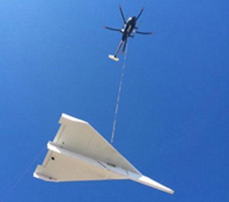Máy bay giấy khổng lồ nặng 360kg cất cánh