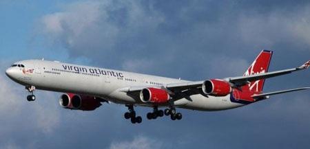 Máy bay Anh hạ cánh khẩn cấp vì bốc khói