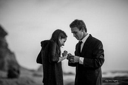 Rất may Matt vẫn giữ được nhẫn cầu hôn và trao cho bạn gái sau đó.