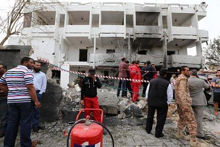 Hiện trường vụ đánh bom bên ngoài đại sứ quán Pháp.