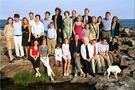 1. Gia tộc Bush - trong đó có 2 cựu tổng thống,một thượng nghị sĩ và 2 thống đốc.