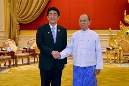 Thủ tướng Abe và Tổng thống Thein Sein trong cuộc hội đàm ngày 26/5.
