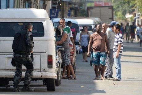 Các vụ trộm cắp thường xảy ra trên xe buýt ở Rio de Janeiro.