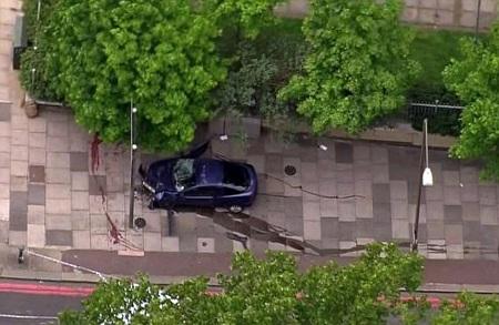 Chiếc ô tô được cho là của các nghi phạm trong vụ tấn công.