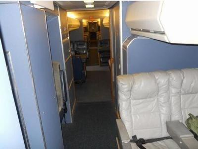 Các ngăn tủ trên máy bay.