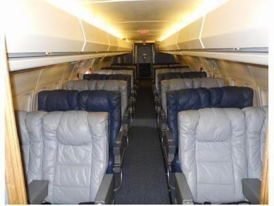 Khoang chính của DC-9 có 32 ghế ngồi.