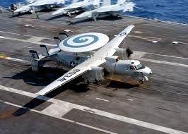 Máy bay trinh sát và điều hành tác chiến E-2C Hawkeye.