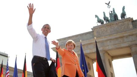 Tổng thống Obama và Thủ tướng Đức tại cổng thành Brandenburg.
