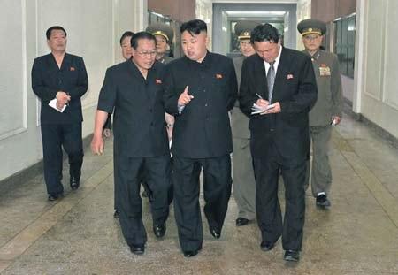 Nhà lãnh đạo Kim Jong-un đi thăm một nhà máy ở tỉnh Bắc Phyongan.