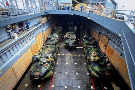 Hải quân Trung Quốc diễn tập đổ bộ chiếm đảo.