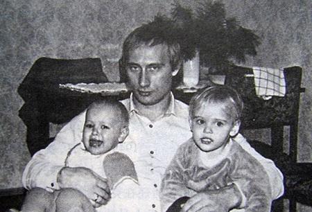 Cặp đôi có 2 con gái Yekaterina và Maria, hiện đã lớn.