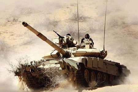 Tăng T-90S của quân đội Ấn Độ trên đường hành quân lên biên giới