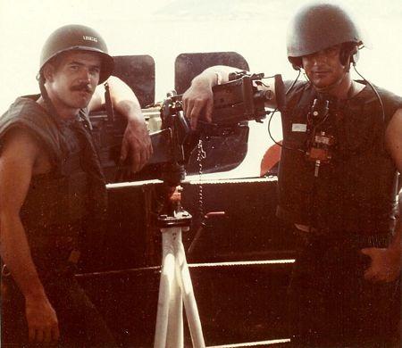 Williams(phải) vàmột người bạntrên sông Sài Gòn năm 1967.