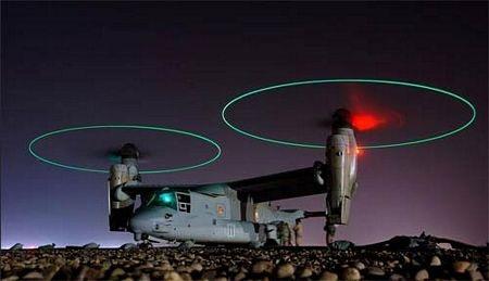 MV-22 đang hạ cánh thẳng đứng với cánh quạt xoay lên kiểu trực thăng