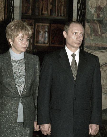 Ông Putin và vợ thămđềnTaj Mahal,ẤnĐộ tháng 10/2000.