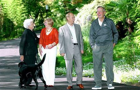 Vợ chồng Tổng thống Putin hồi năm 2003.