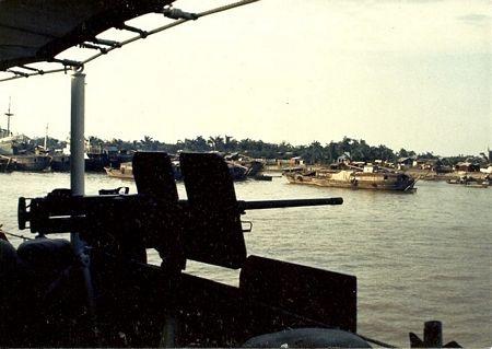 Vũ khíđược trang bị chotàu chiến Mỹ trên sông Sài Gòn năm 1967.