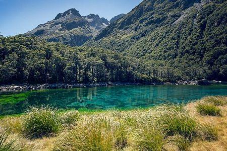 Hồ nằm trong một khu bảo tồn bị hạn chế tiếp cận và việc xuống hồ chỉ để lặn hoàn toàn bị cấm.