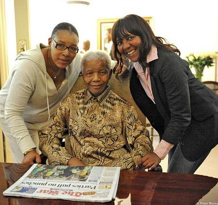 Cựu Tổng thống Nam Phi cùng 2 cháu gái.