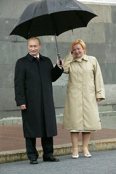 Ông Putin và bà Lyudmila tại Mátxcơva tháng 5/2005.