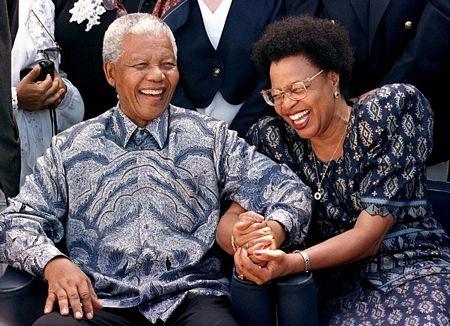 ÔngMandela và người vợ thứ 2 Winnie Madikizela trong một bức ảnh cưới chụp năm 1958.