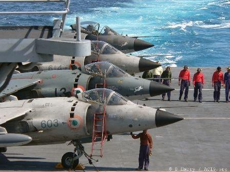 Bộ đôi tàu chiến INS SATPURA (F48) và INS RANVIJAY (D55) ở Đà Nẵng.