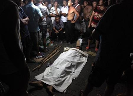 Ông Deng được cho là đã bị các nhân viên đô thị đánh chết.