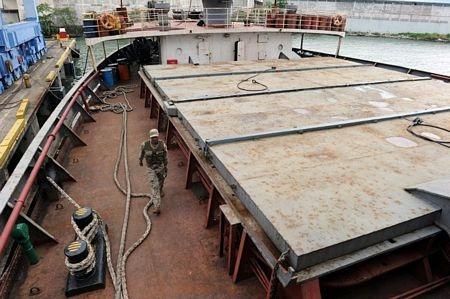 Bên trong con tàu chở vũ khí của Triều Tiên bị giữ tại Panama