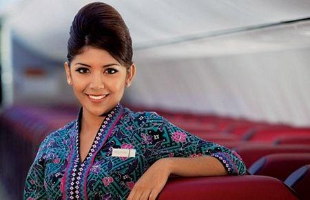 Bộ đồng phục của tiếp viên hãng hàng không Malaysia Air cũng được đánh giá là ấn tượng.