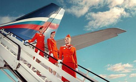 Đồng phục của các tiếp viên của hãng hàng không Aeroflot không thể thiếu chiếc mũ lệch.