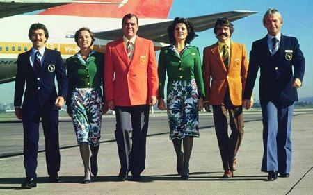 Tuy nhiên, trong giai đoạn từ 1974-1985, các bộ đồng phục của Qantas khá màu mè.
