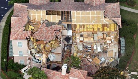 1/3 tòa nhà đã biến thành đống đổ nát.