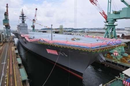 """Hạ thủy tàu trực thăng đổ bộ """"Izumo""""."""