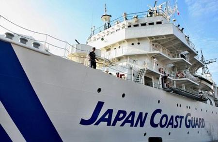 Lực lượng bảo vệ bờ biển Nhật Bản đang tìm kiếm những người mất tích.