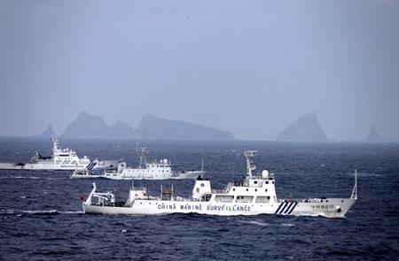 Các tàu Trung Quốc và Nhật Bản gần quần đảo tranh chấp Senkaku/Điếu Ngư.