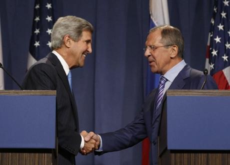 Ngoại trưởng Nga, Mỹ bắt tay trước cuộc hội đàm tại Geneva ngày 12/9.