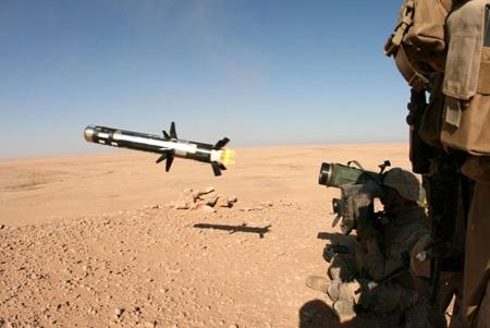 Tên lửa chống tăng vác vai Javalin do Mỹ chế tạo.