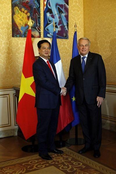 Thủ tướng Nguyễn Tấn Dũng và người đồng cấp Pháp Jean-Marc Ayrault. (Ảnh: AFP)