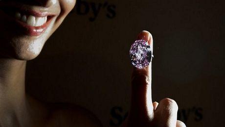 Đấu giá viên kim cương đắt giá nhất hành tinh