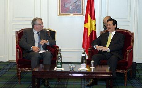 Những ngày bận rộn của Thủ tướng Nguyễn Tấn Dũng tại Pháp