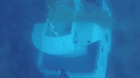 Xác tàu nằm dưới đáy biển.