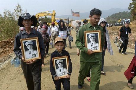 Người Hà Nội đã đổ ra đường để tiễnđưa Tướng Giáp về quê hương Quảng Bình.