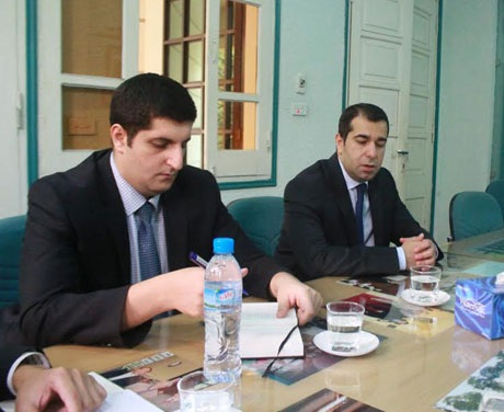 Đại sứ Azerbaijan Anar Imanov (phải) và Tham tán Eltay Aslanov tại trụ sở báo Dân trí.